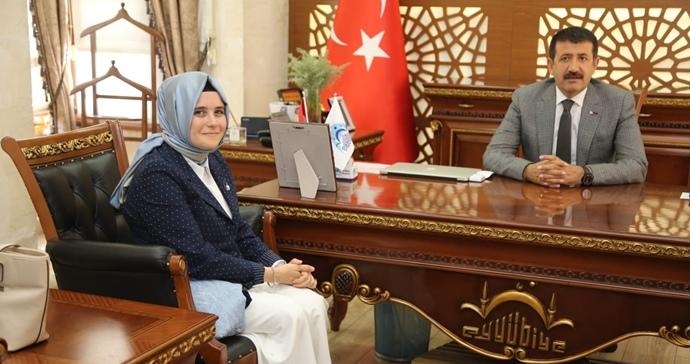 AK Parti Kadın Kolları Başkan Ekinci'yi Ziyaret Etti