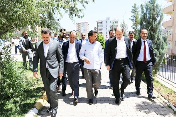 AK Vekil Gülpınar'dan şehit abisine ziyaret