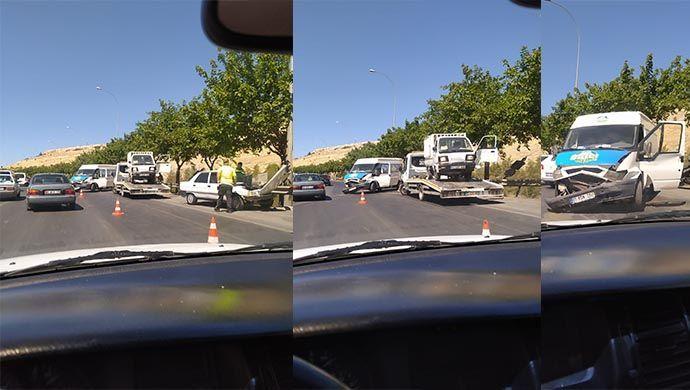 Akabe yolunda kaza: 3 araç birbirine girdi