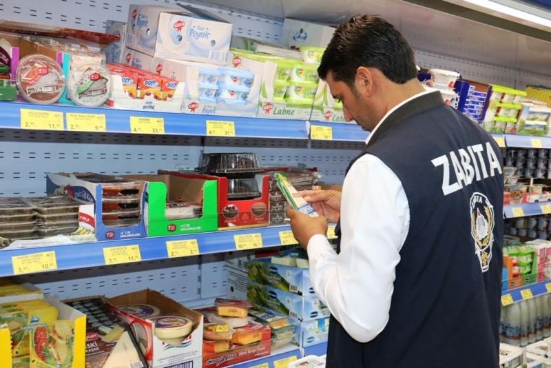 Akçakale Belediyesi Zabıta ekipleri marketleri denetledi