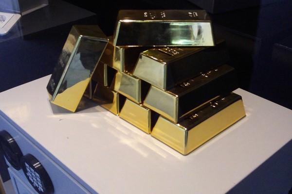 Altın 1800 Dolar/ONSun üzerine dönmeye çalışıyor