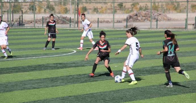 Amedspor ilk maçında Beşiktaş'a 5-0 mağlup oldu