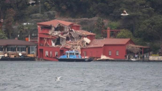 Arpa taşıyan gemi yalıya çarptı