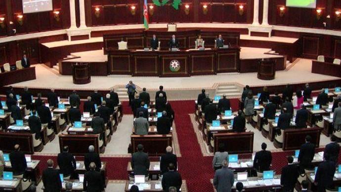 Azerbaycan'da iktidar partisi Meclis'ten çekilme kararı aldı