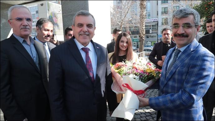 Bakan Yardımcısı Bağlı Büyükşehir Belediyesini Ziyaret Etti-(Video)