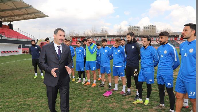 Başkan Baydilli'den Düzcespor maçı öncesi Karaköprü Belediyespor'a Moral Ziyareti