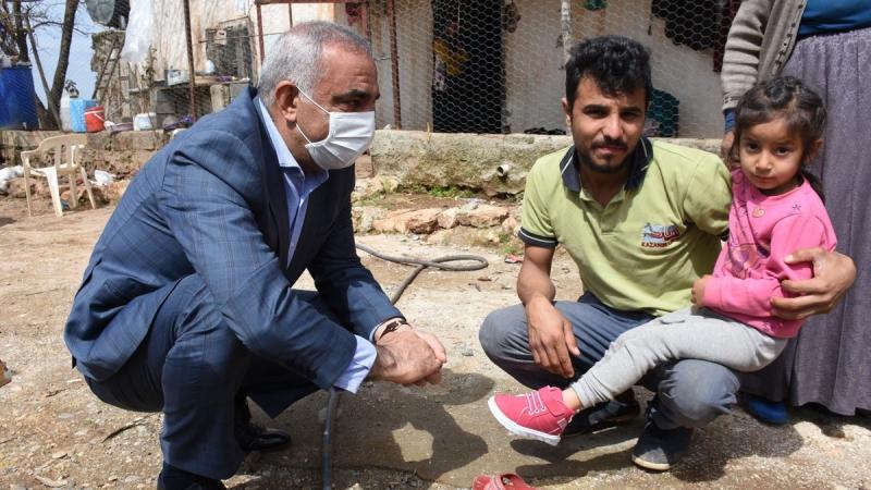 Başkan Bayık'tan çocuklara ayakkabı, büyüklere tavsiye