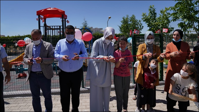 Başkan Çakmak özel öğrencilerle çocuk oyun parkının açılışını yaptı