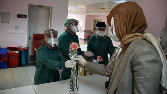 Başkan Çakmak'tan sağlık çalışanlarına moral ziyareti