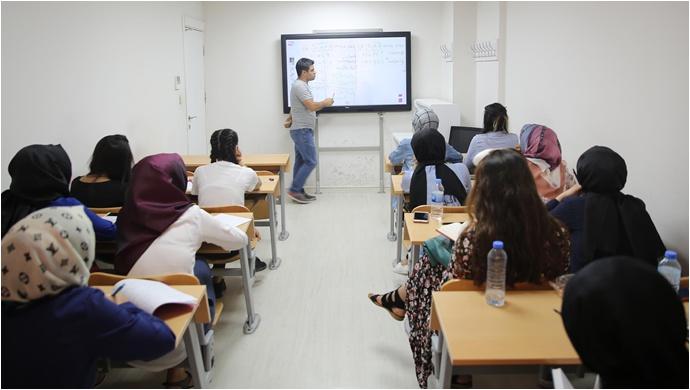 Başkan Demirkol'un Eğitime Katkısı İle 130 Öğrenci Üniversiteli Oldu