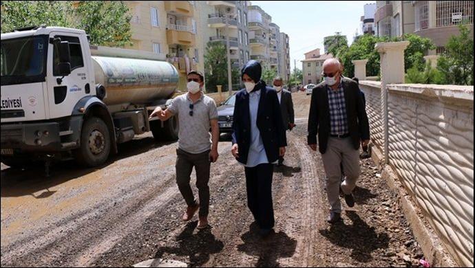 Belediye Başkanı Ayşe Çakmak beton yol çalışmaları yerinde inceledi