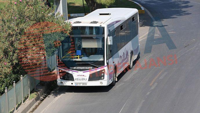 Belediye otobüsü genç kıza çarptı