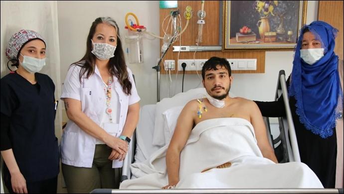 Bıçaklandı, kalbi durdu: Kalbi duran genç hasta hayata döndü