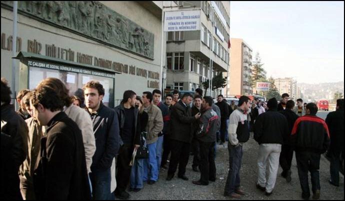 Bir yılda bir milyon 376 bin kişi işsiz kaldı