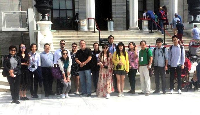 Büyükelçi Önen, Türkiye'yi ziyaret eden Çinlilerle;