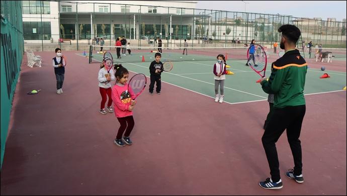 Büyükşehir Belediyesi İle Geleceğin Tenis Şampiyonları Yetişiyor-(VİDEO)