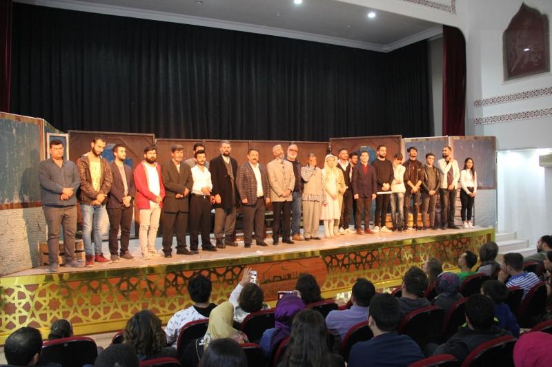 Büyükşehir Belediyesi Şehir Tiyatrosu Sezonun İlk Oyununu Sergiledi-(VİDEOLU)