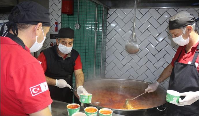 Büyükşehir, Engelli Ve Yaşlı Bireylere Günlük 2 Öğün Yemek Dağıtıyor