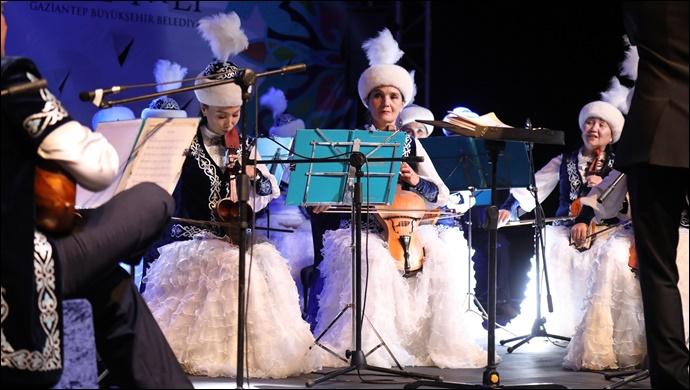 Büyükşehir Ev sahipliğinde Kazak Rüzgarı Esti