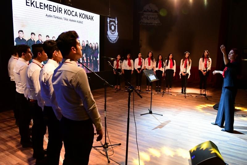 Büyükşehir Gençlik Korosu İlk Konserini Verdi