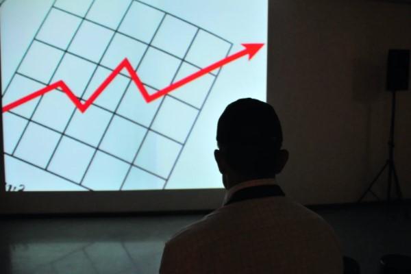 Büyümedeki güçlü momentum Ağustos itibariyle devam ediyor