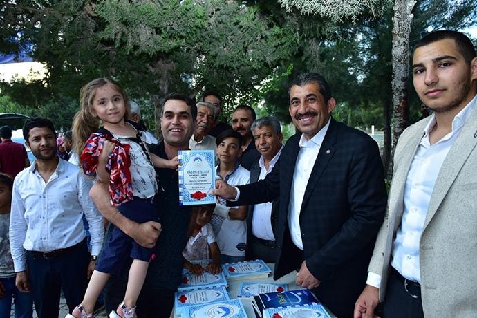 Ceylanpınar Belediyesi Mezarlıkta Yasin-İ Şerif Dağıttı