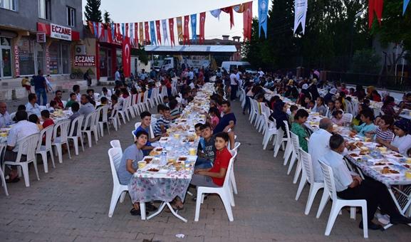 Ceylanpınar'da 'İftar Yemeği Geleneği' Devam Ediyor