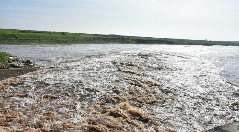 Ceylanpınar'da Yağmur Suları Yol ve Köprüleri Kapattı