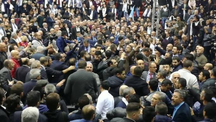 CHP İzmir ve Afyon kongrelerinde kavga
