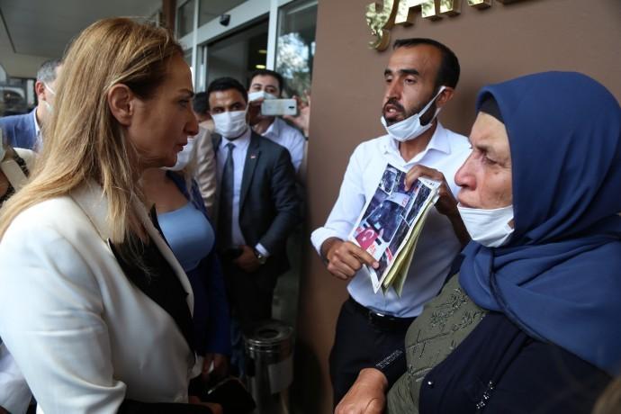 CHP'li Nazlıaka Şenyaşar ailesini ziyaret etti