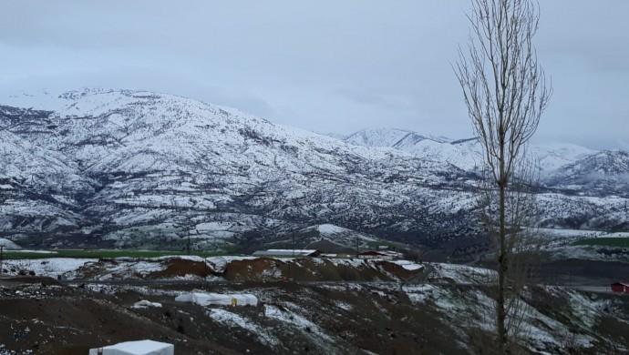 Dağlar baharda beyaza büründü
