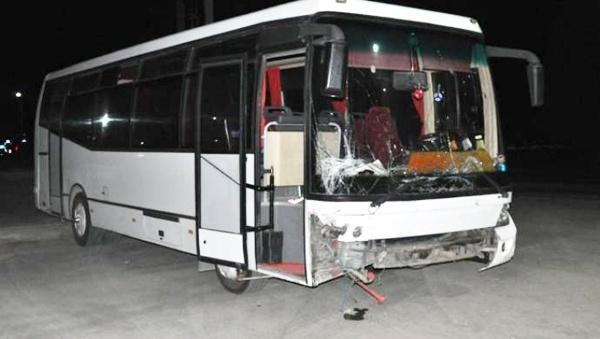 Denizli'de işçileri taşıyan otobüs otomobile çarptı: 3 ölü