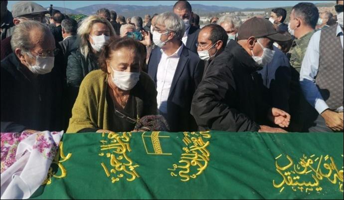 Depremde yaşamını yitirenler toprağa verildi