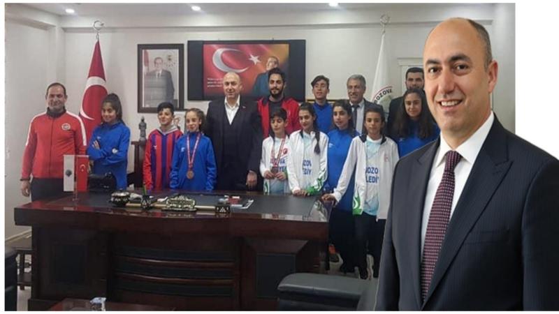 Dereceye Giren Öğrencilerden Başkan Aksoy'a Ziyaret