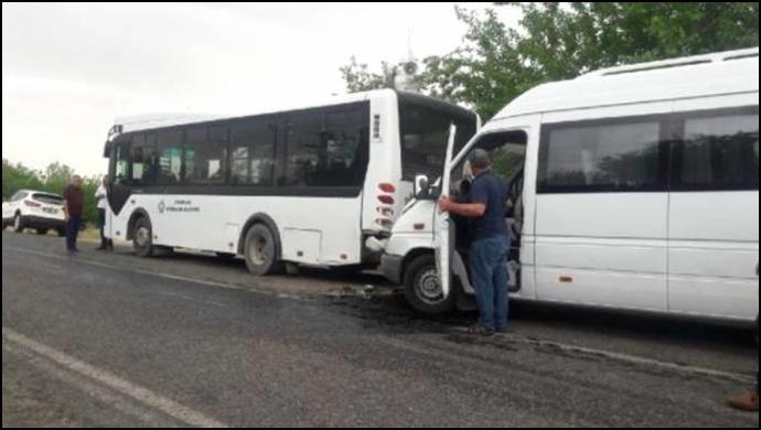 Diyarbakır'da iki kazada 16 kişi yaralandı