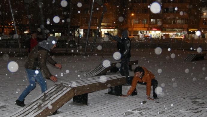 Diyarbakır'da kar heyecanı