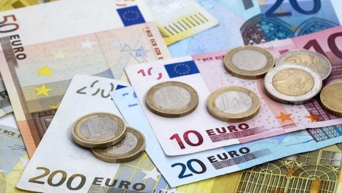 Dolardan sonra Euro rekor seviyeye yükseldi