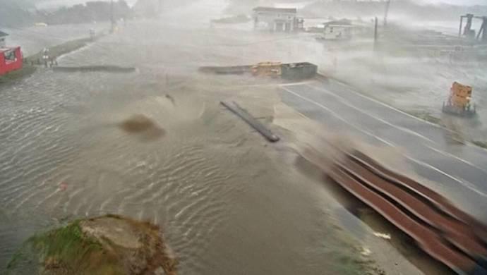 Dorian Kasırgası'nda binlerce kişi mahsur kaldı