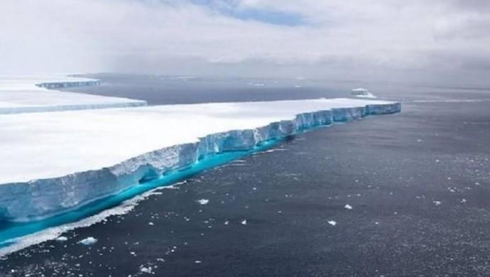 Dünyanın en büyük buz dağı yok oldu