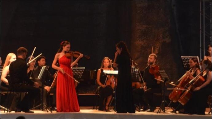 El Ele Müzik Senfoni Orkestrası rüzgarı