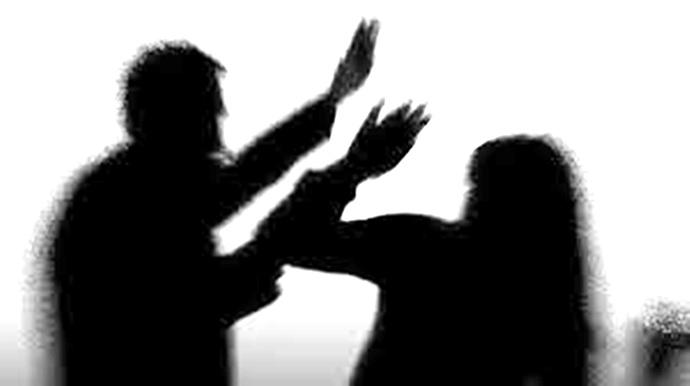 Eşinden şiddet gören kadın ağır yaralandı