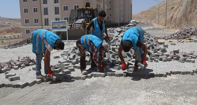 Eyyübiye belediyesi yol yapım çalışmalarını sürdürüyor.