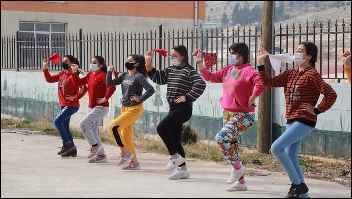 Eyyübiye belediyesi gençlik merkezleri, öğrencileri ağırlamaya devam ediyor-(VİDEO)
