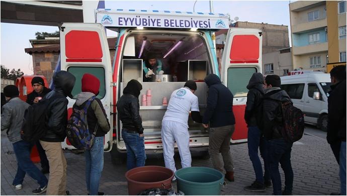 Eyyübiye Belediyesi 'Mobil İkram Aracı' Vatandaşların İçini Isıtıyor-(Video)