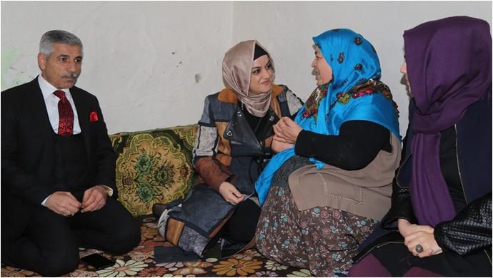 Eyyübiye'de çat kapı ev ziyaretleri devam ediyor.