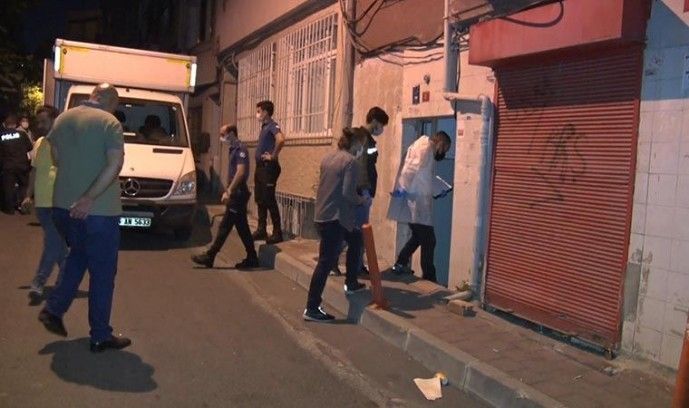 Fatih'te yabancı uyruklu kadın merdivenlerde ölü bulundu