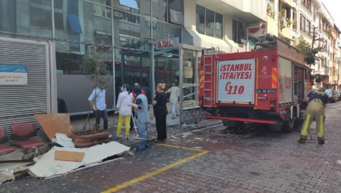 Gaziosmanpaşa'da hastane tavanı çöktü