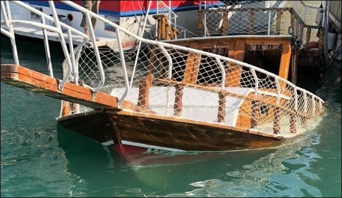 Halfeti'de geziye çıkan tur teknesi battı