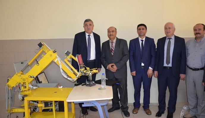 Harran Üniversitesinde 5 Eksenli Milli Bir Robot Geliştirdi-(Videolu)