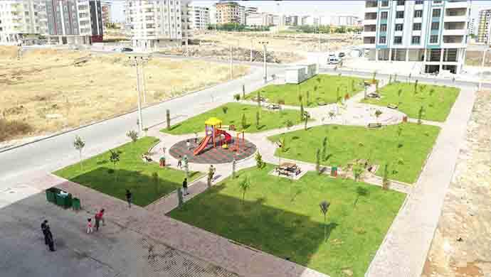 Her ay Karaköprü'ye yeni bir park kazandırılıyor